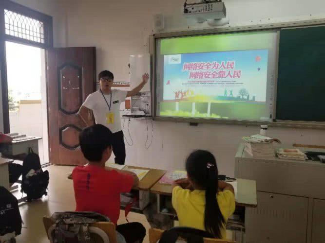 浦江学校--白板.jpg